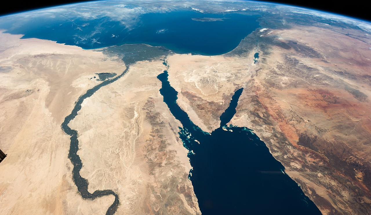 1280px-iss035-e-007148_nile_-_sinai_-_dead_sea_-_wide_angle_view